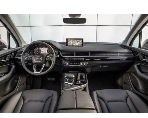 2018-Audi-Q7-interior