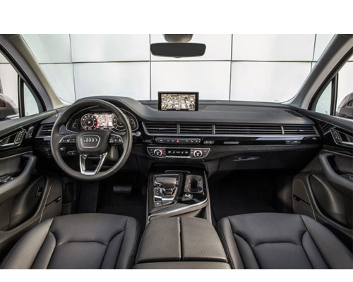 2018-Audi-Q7-interior - NewCarsPortal.com