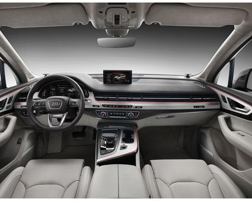 2017-Audi-Q7-interior