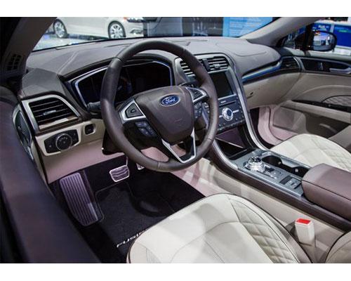 2017-Ford-Fusion-interior