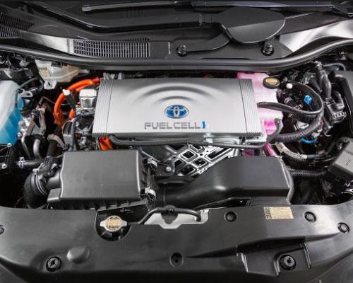 2018-Toyota-Prius-engine