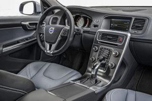 2018-Volvo-V60-interior - NewCarsPortal.com