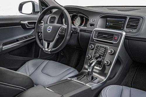 2018-Volvo-V60-interior