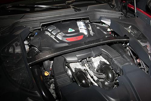 2018-Alfa-Romeo--Stelvio--engine