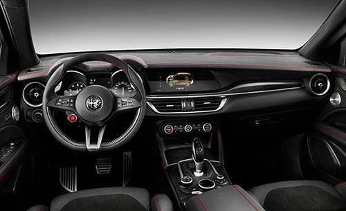 2018-Alfa-Romeo--Stelvio-interior