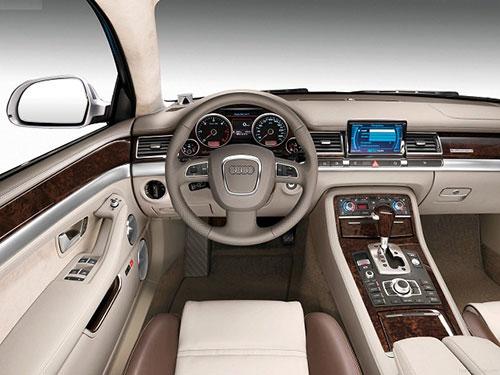 2018-Audi-Q8-interior