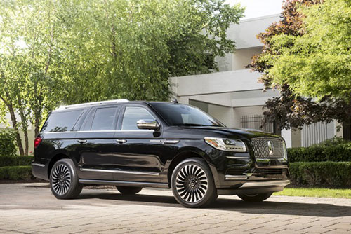2018-Lincoln-Navigator-side