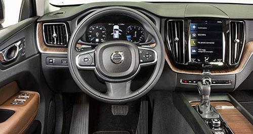 2018-Volvo-XC60-interior