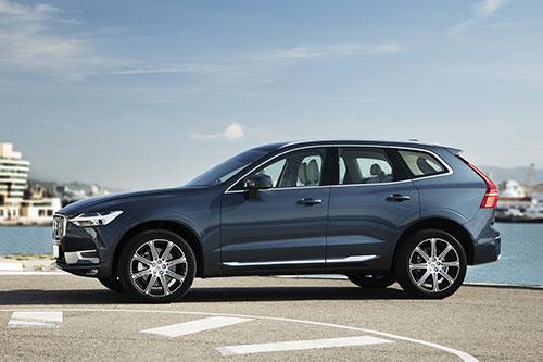 2018-Volvo-XC60-side