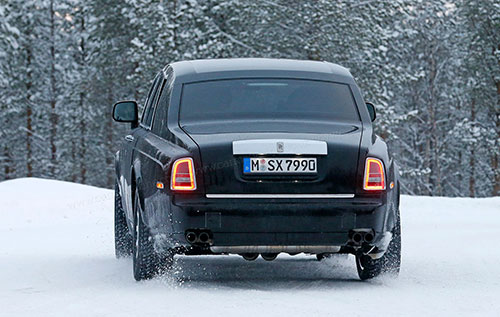 2019-Rolls-Royce-Cullinan-back