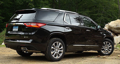 2018-Chevrolet-Traverse-side