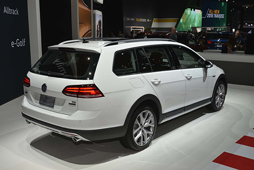 2018-Volkswagen-Golf-Alltrack-back