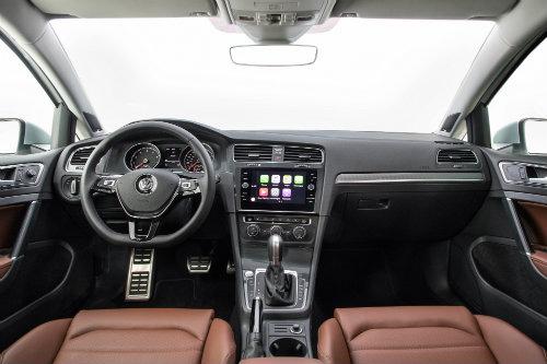 2018-Volkswagen-Golf-Alltrack-interior