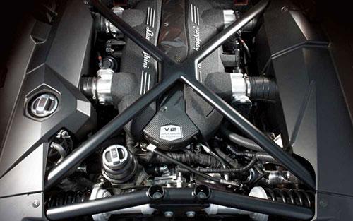 2019-Lamborghini-Urus-engine