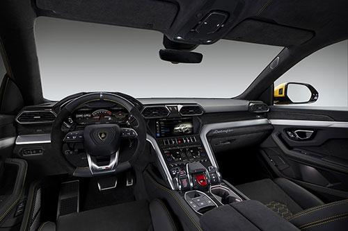 2019-Lamborghini-Urus-interior