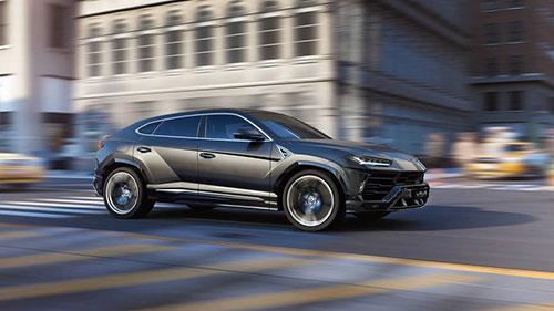 2019-Lamborghini-Urus-side