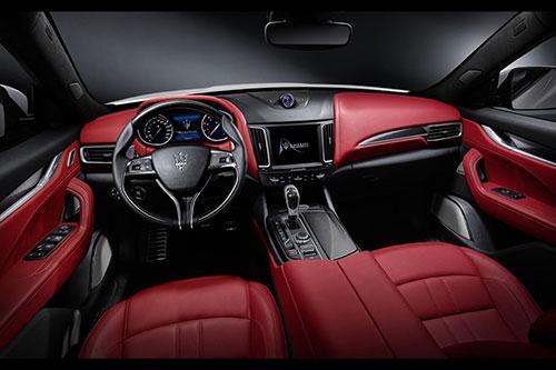 2018-Maserati-Levante-GTS-interior